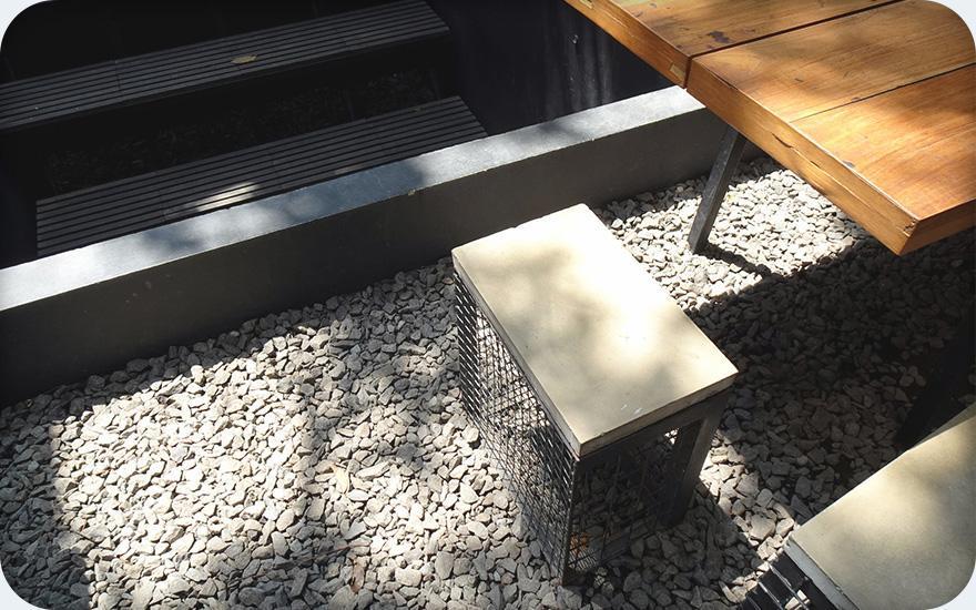 Krzesła wogrodzie