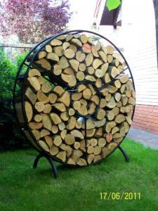 Stojak metalowy dla drewna kominkowego